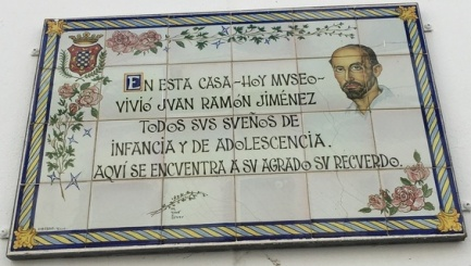 "A plaque in the doorway reads: ""En esta casa -- hoy museo -- vivío Juan Ramón Jiménez todos sus sueños de infancia y de adolescencia (In this house -- now a museum -- Juan Ramón Jiménez experoeinced all his dreams of childhood and adolescence)"