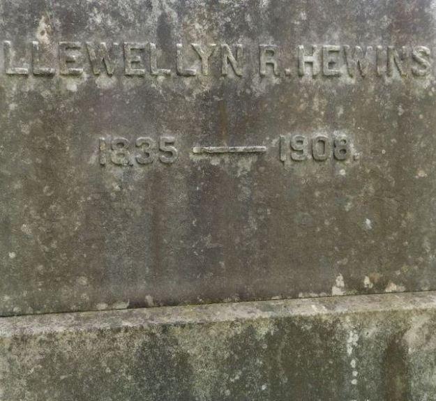 Llewellyn R. Hewins gravestone (2).jpg